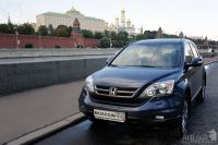 Moscow driver car honda CR-V at the Kremlin