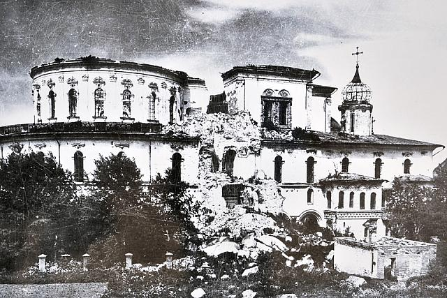Ruins of the Resurrection Church in December 1941