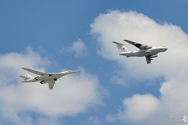 Bomber Tu-160 Refuels from Tanker Il-78 Flying over Red Square