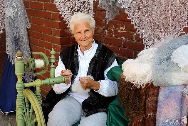 Russian Senior Lady Shows Master-Class in Spinning Yarn