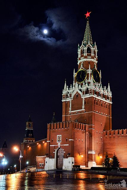 SuperMoon 2011 over Spasskaya Tower