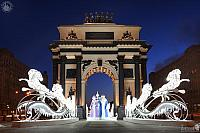 Ded Moroz and Snegurochka ride through the Triumphal Arch