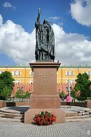 The monument to Patriarch Hermogenes in Alexander Garden