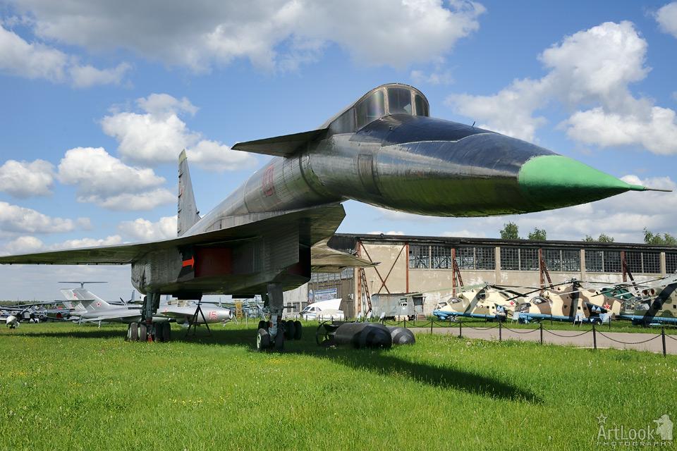 Sukhoi T-4