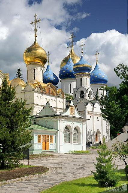 Beautiful churches of the Holy Trinity St. Sergius Lavra