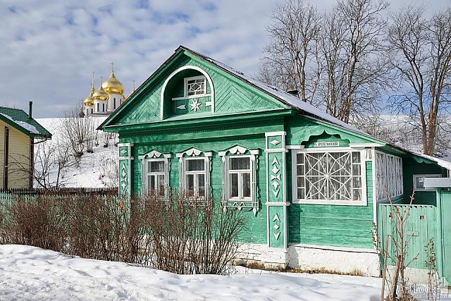 Green Russian Wooden House on Kropotkinskaya Street in Winter