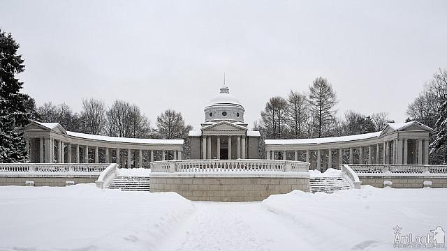 Overview of the Colonnade in Winter
