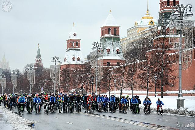 Cyclists on the Kremlin Embankment in the Snow