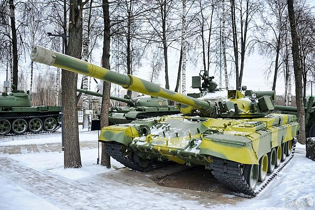 Russian T-80B Tank in Snow (Front Angle View)