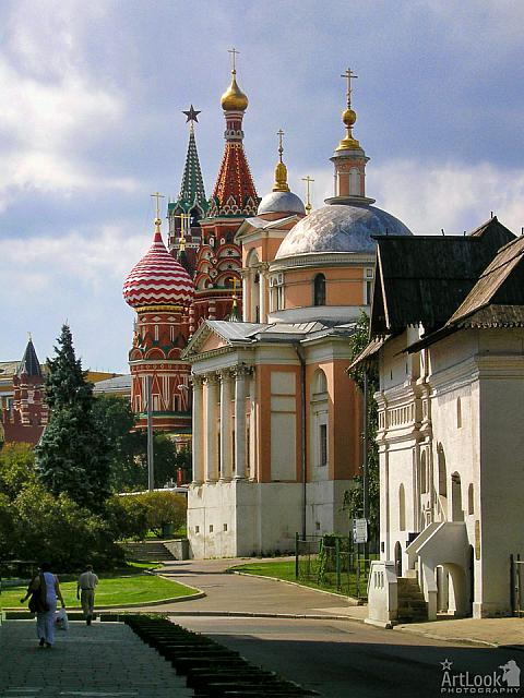 Zaryadye Cityscapes – Walking in the oldest district of Moscow