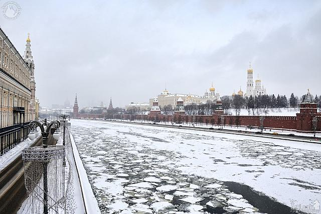 Overview Moscow River and Kremlin in the Snow