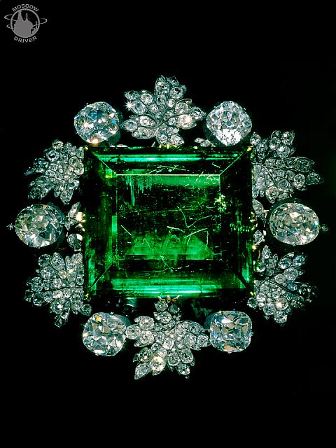 Brooch with Colombian Emerald
