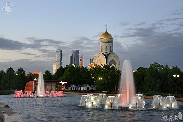Twilight view of Joy of the Victory Fountains on Poklonnaya Hill