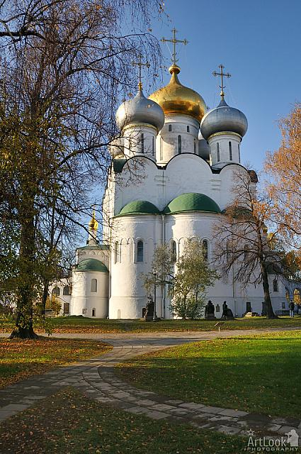 Autumn view on Magnificent Smolensky Cathedral from East