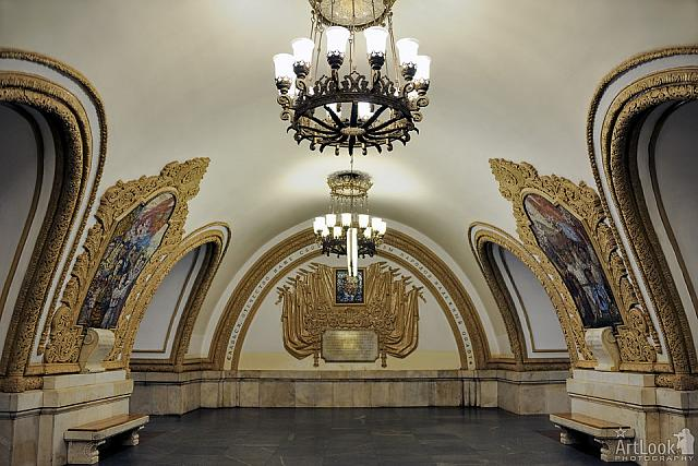 Kievskaya-Ring Station - 300 Years of Russian-Ukrainian Heritage