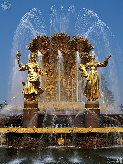 Statues of Ukraine and Russia
