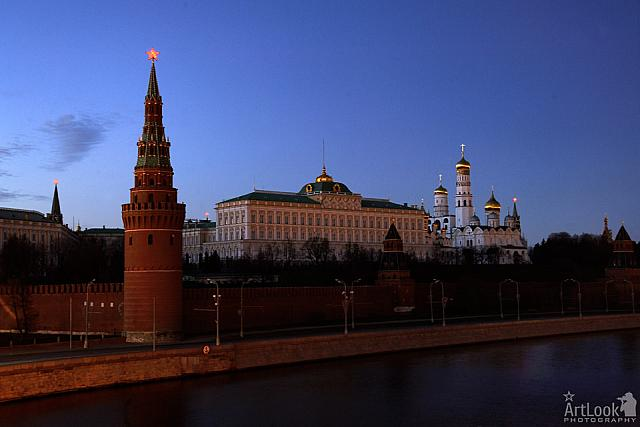Moscow Kremlin fell into Darkness for Earth Hour