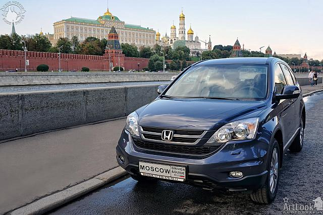 Honda CR-V at Moscow Kremlin