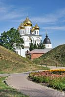 A Curved Way to the Ancient Kremlin of Dmitrov