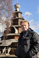 With background of the wooden church of the Transfiguration in Suzdal